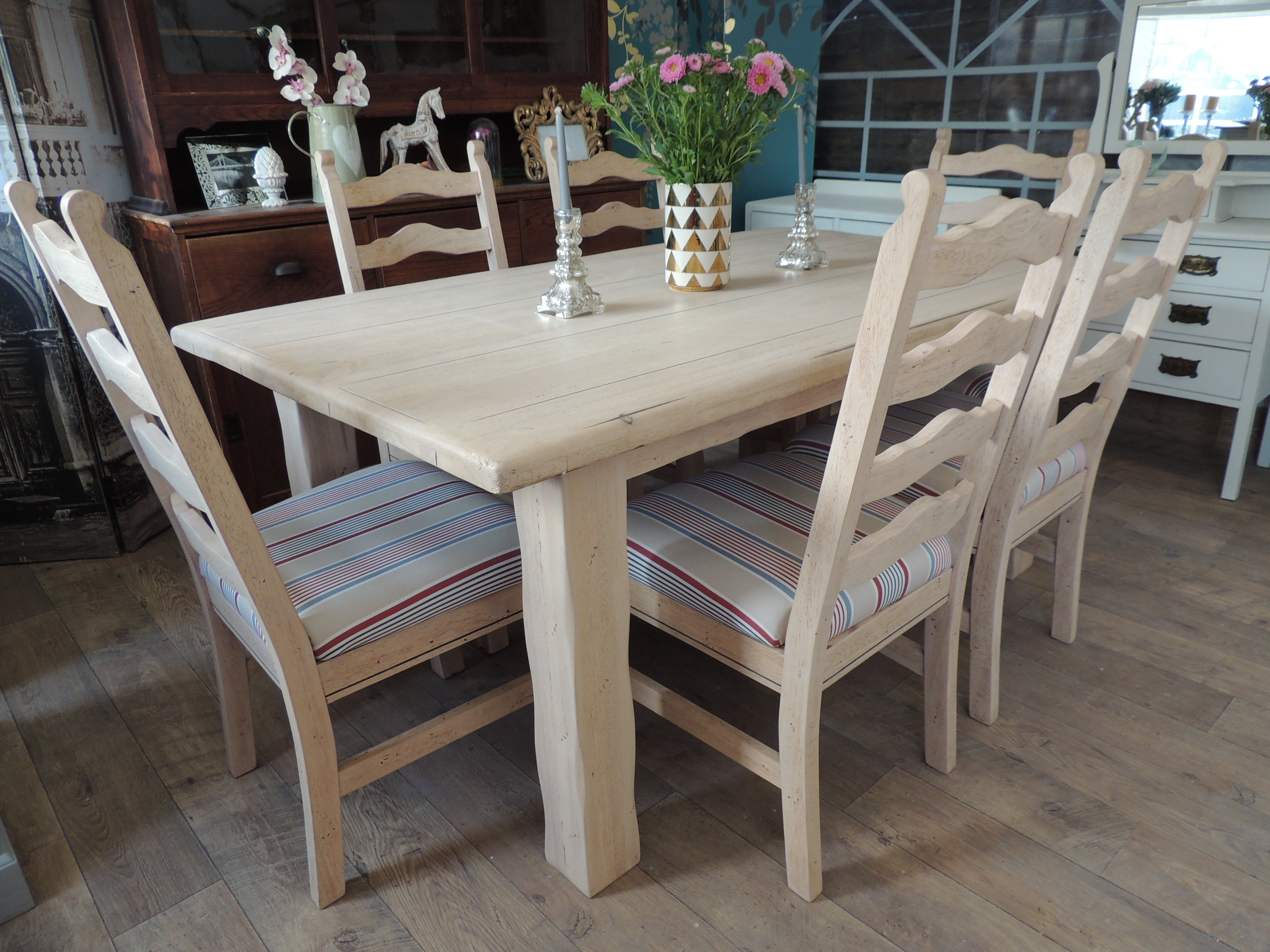 Lovely Rustic Farmhouse Style Dining Table With Six Chairs